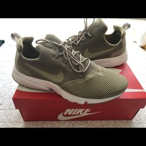 Beige Nike Presto Fly's Size 12